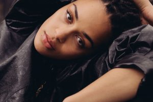 .JorjaSmith covers Rihanna in the @bbcR1 Live Lounge